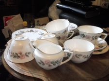ROYAL WORCESTER JUNE GARLAND GILDED SUGAR BOWL + MILK JUG + 5 X TRIOS + EXTRA